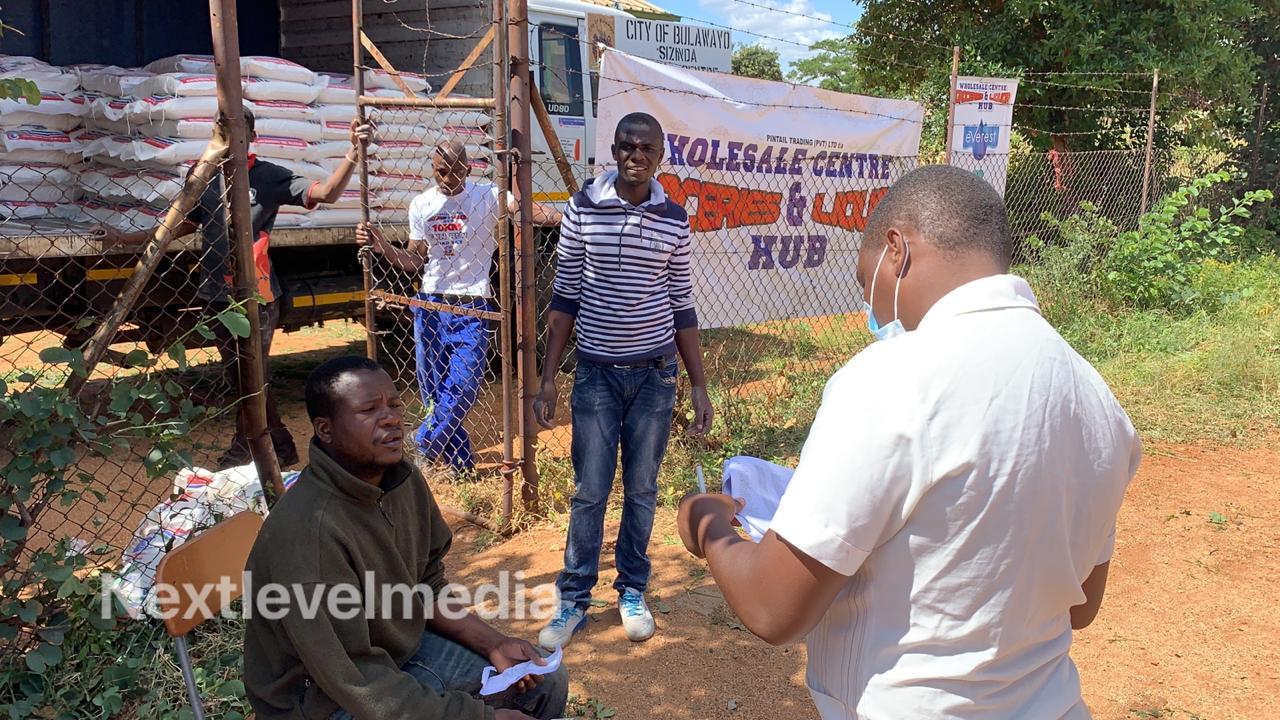 Photo of Raj Di donates food to vulnerable people in Bulawayo